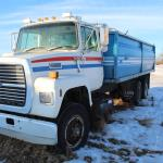 Picture: Ford L8000 tandem grain truck