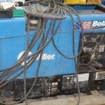 Millar Bob Cat 225 AC/DC welder w/ new stinger